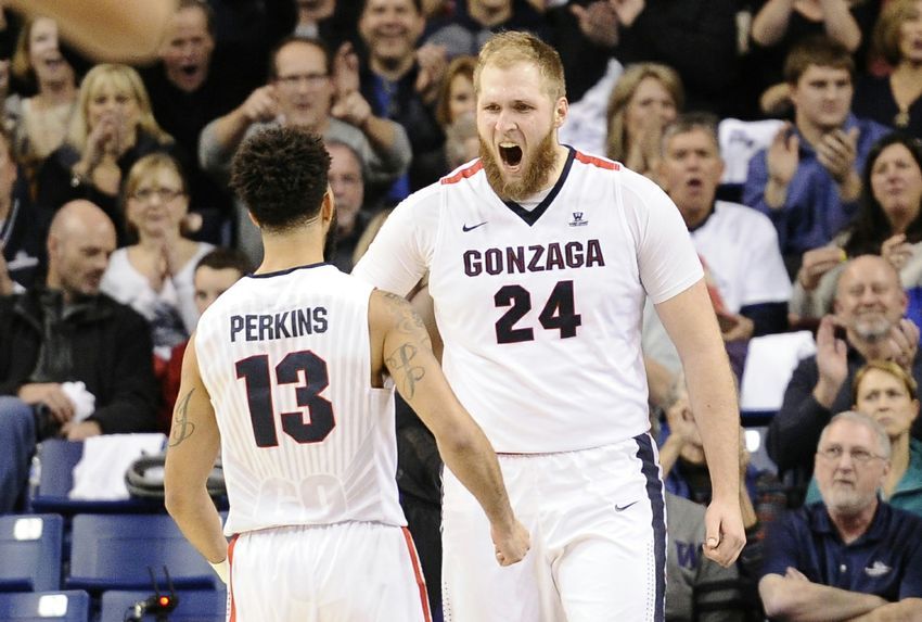 9731285-przemek-karnowski-josh-perkins-ncaa-basketball-washington-gonzaga